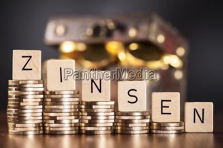 intereses dinero activos perdidas ahorros finanzas