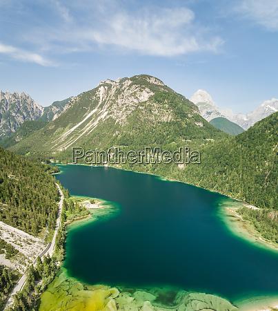 vista aerea del lago del predil