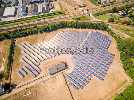 vista aerea de paneles fotovoltaicos durante