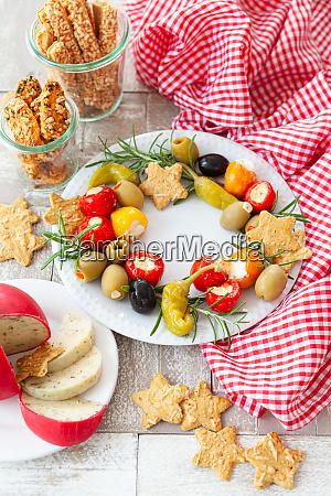 coloridos antipasti y queso