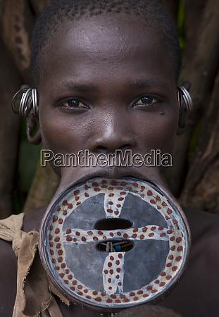 surma woman etiopia