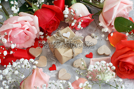 red roses flowers and gift box