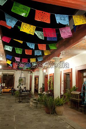 mexico provincia de oaxaca patio adornado