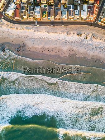vista aerea del acogedor barrio costero