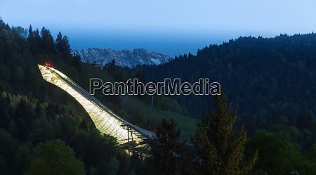 salto, de, esquí, de, garmisch-partenkirchen, baviera - 27993437
