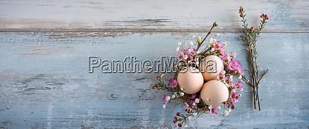 bodegon de pascua con huevos de