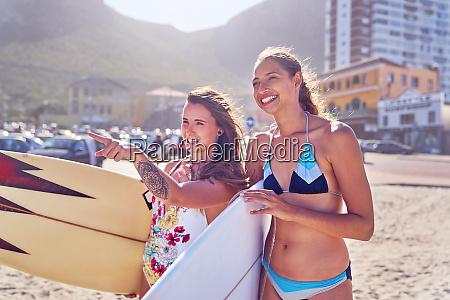 mujeres, jóvenes, felices, surfistas, femeninas, con - 28130450