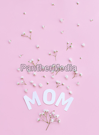 flowers and text mom on a