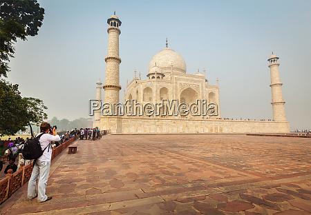 tourist, taking, pictures, of, , taj - 28469746