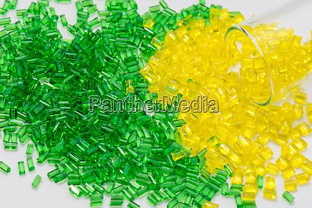 el polimero translucido amarillo y verde