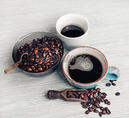 tazas de cafe granos de cafe