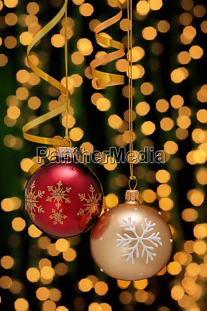 decoración, navideña, con, bolas, y, cintas. - 28785493