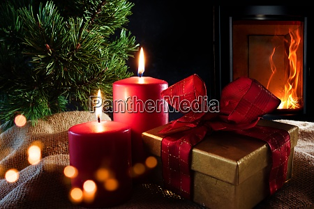decoraciones navidenyas con chimenea de troncos