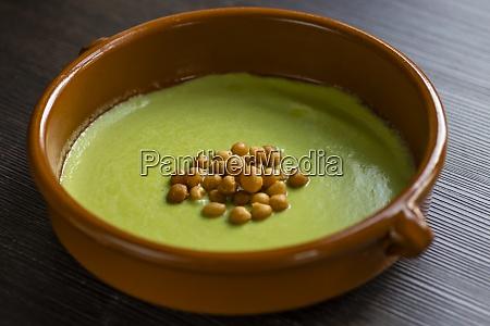 bodegón, de, sopa, de, guisantes, verdes - 29013199