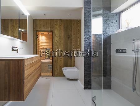banyo moderno del escaparate del hogar
