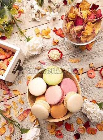 bodegon de pasteles macarrones