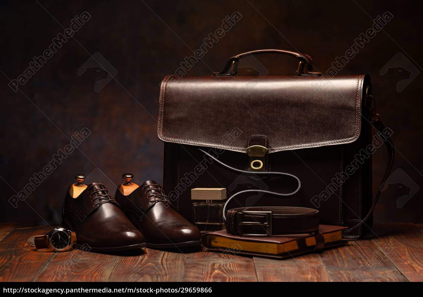 bodegón, de, un, maletín, de, hombres - 29659866