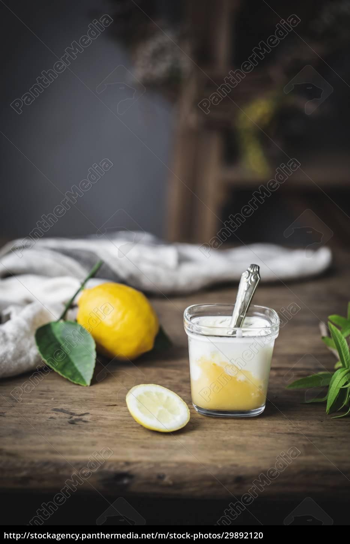 bodegón, de, vidrio, con, yogur, casero - 29892120